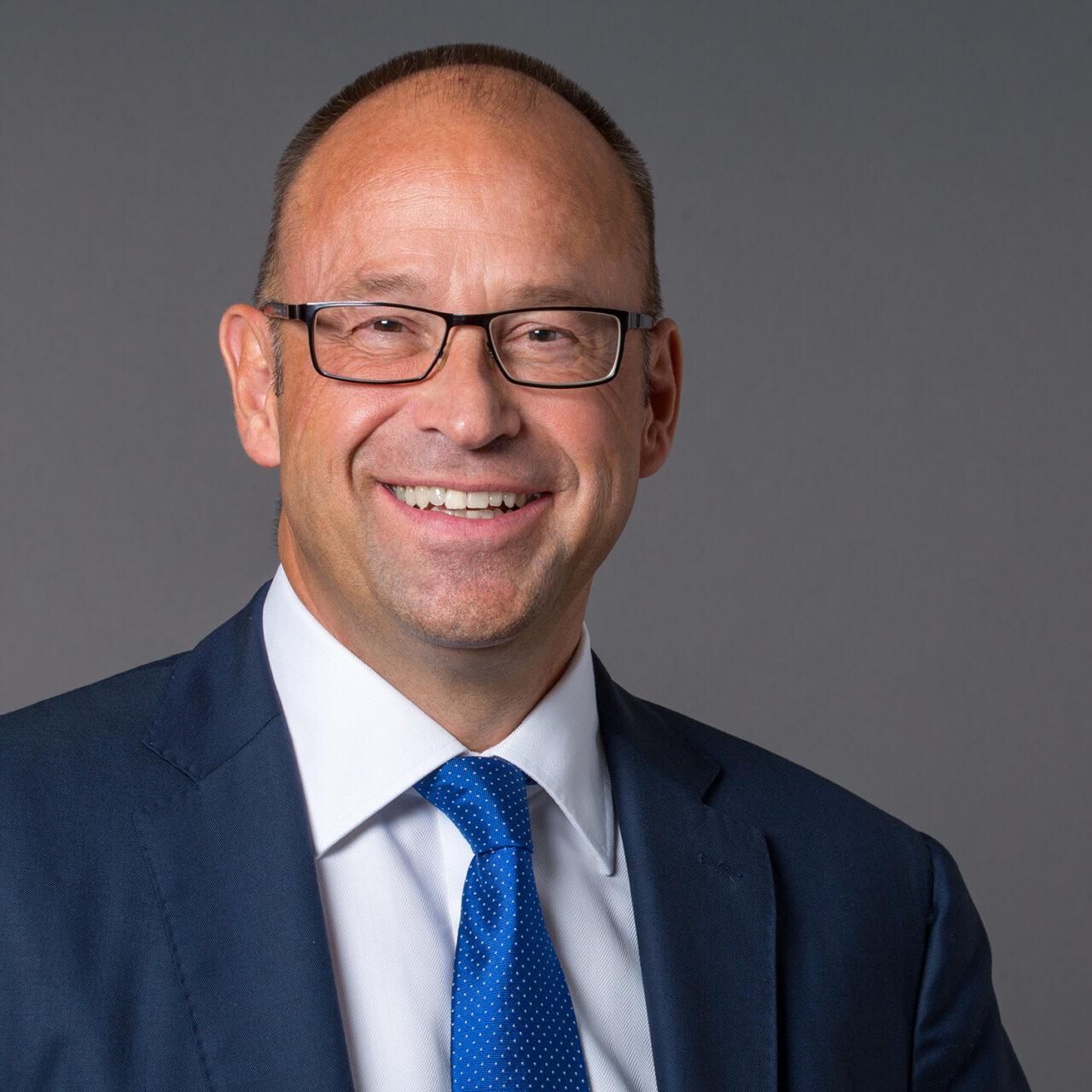 Lars Hille steht V‑BANK vor