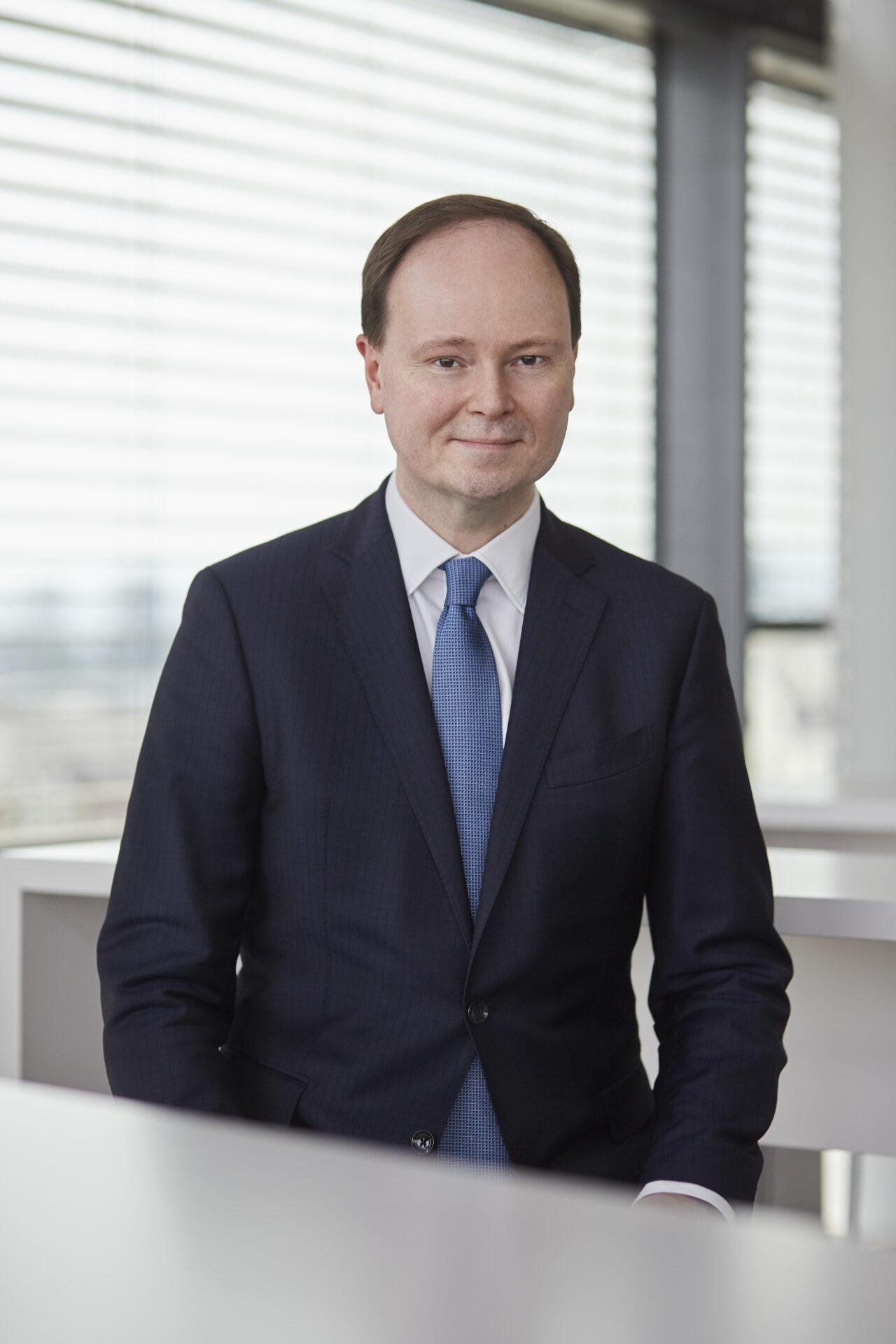 https://intelligent-investors.de/wp-content/uploads/2020/05/Marc-Alexander_Kniess_0722_HighRes_RGB-1280x1920.jpg