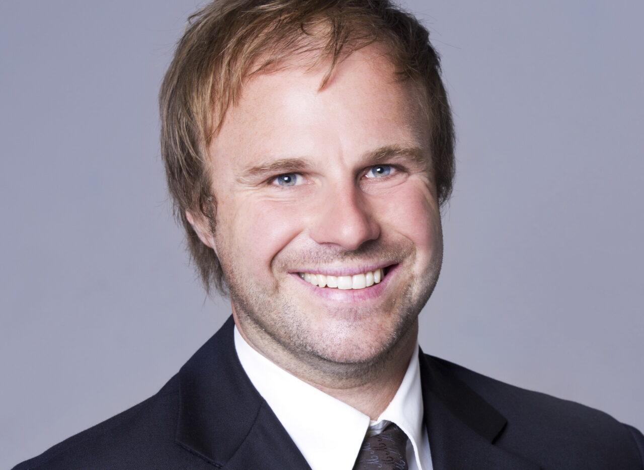 https://intelligent-investors.de/wp-content/uploads/2020/07/Dr.-Florian-Dillinger_2-1280x934.jpg