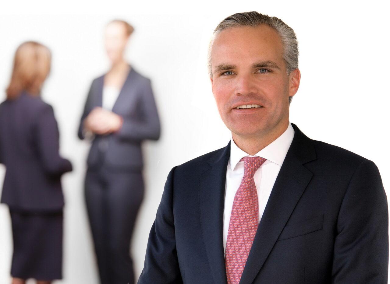 https://intelligent-investors.de/wp-content/uploads/2020/08/Zenz-Spitzweg_Patrick_Gruppe_2-1280x933.jpg