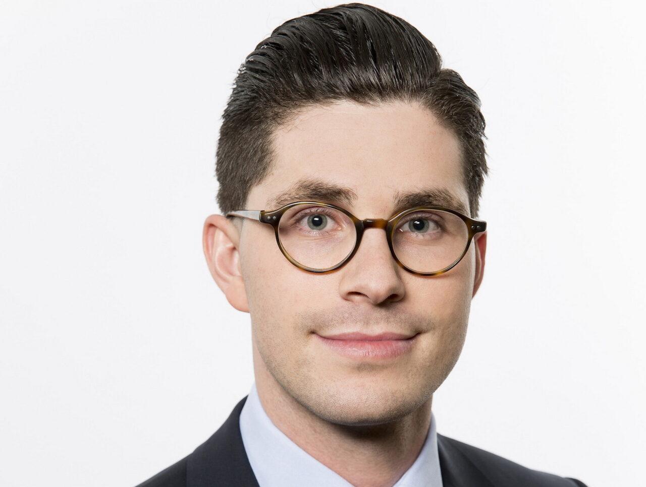 https://intelligent-investors.de/wp-content/uploads/2020/09/DJE-Maximilian-Benedikt-Koehn_2-1280x966.jpg