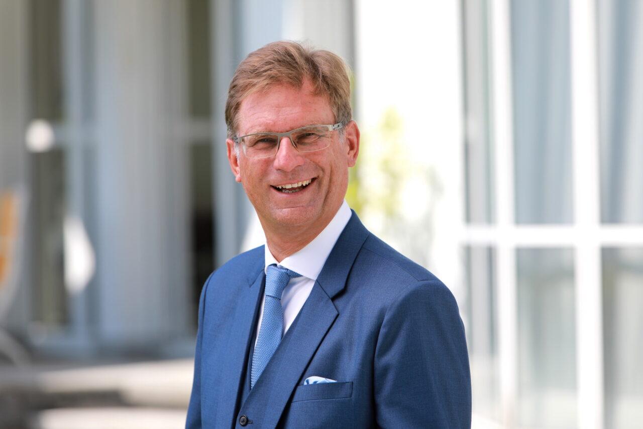 https://intelligent-investors.de/wp-content/uploads/2020/09/Schmitz-Holger_Schmitz-und-Partner_2-1280x853.jpg