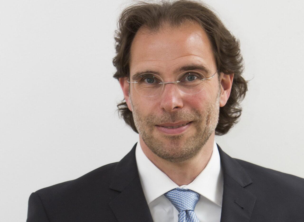https://intelligent-investors.de/wp-content/uploads/2020/10/Dr.-Christopher-Riedel_2-1280x936.jpg