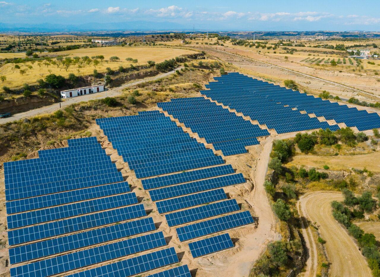 https://intelligent-investors.de/wp-content/uploads/2021/01/Solarpark_2-1280x932.jpg
