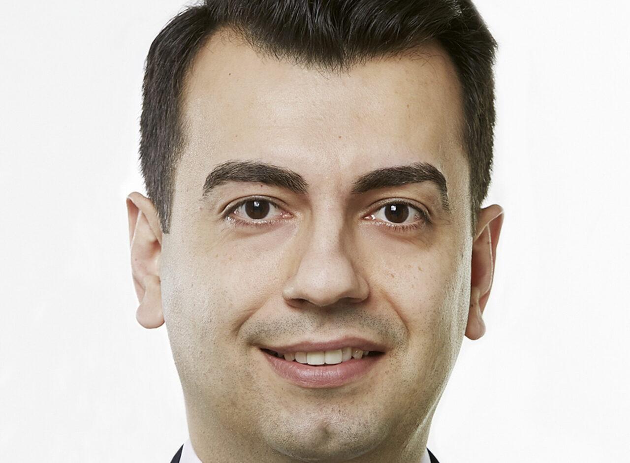 https://intelligent-investors.de/wp-content/uploads/2021/03/Peker-Ahmet-Portrait_2-1280x941.jpg