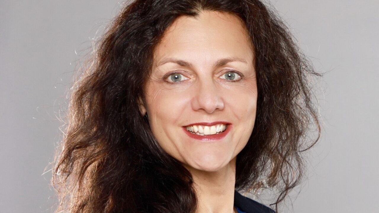 Elke Hanel tritt in aream-Geschäftsführung ein
