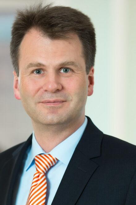 Deutsche Oppenheim verstärkt sich zum Thema Nachfolge und Stiftung