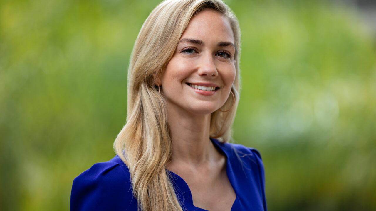 https://intelligent-investors.de/wp-content/uploads/2021/04/Romina-Smith_Nuveen_2-1280x720.jpg