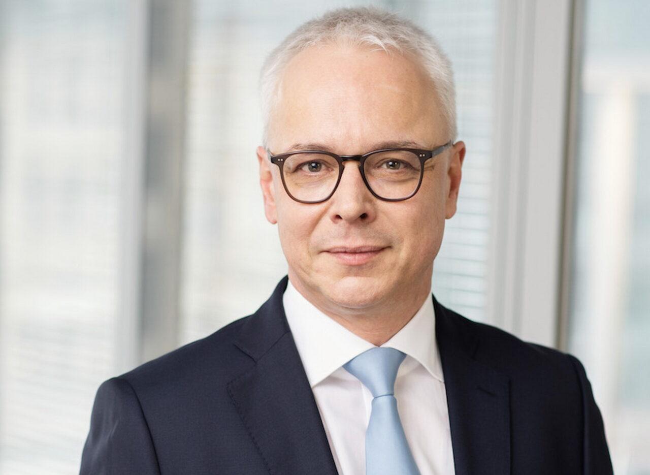https://intelligent-investors.de/wp-content/uploads/2021/04/Thorsten_Göttel-Portrait_-HLK_2-1280x935.jpg