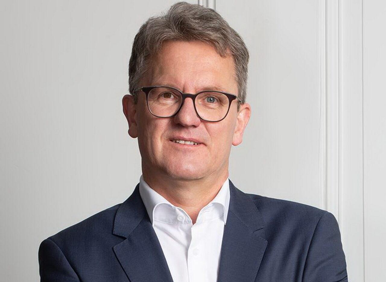 https://intelligent-investors.de/wp-content/uploads/2021/04/csm_Siegfried_Eschen_2021_7x9-1M0B5066_3d22137ecc_2-1280x935.jpg
