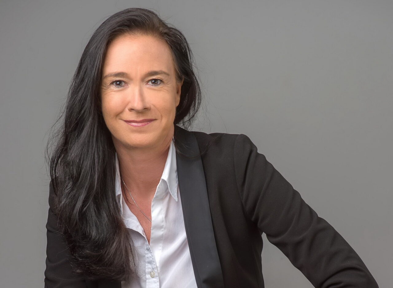 https://intelligent-investors.de/wp-content/uploads/2021/05/VuV-Vorstand-Petra-Ahrens-scaled_2-1280x937.jpg