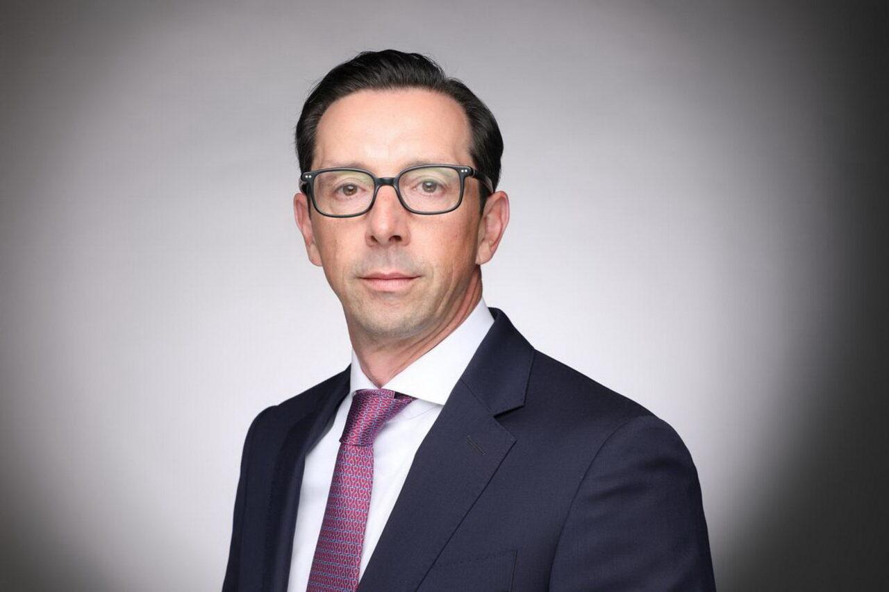 https://intelligent-investors.de/wp-content/uploads/2021/06/Daniel-Younis_Schroders_2-1280x853.jpg