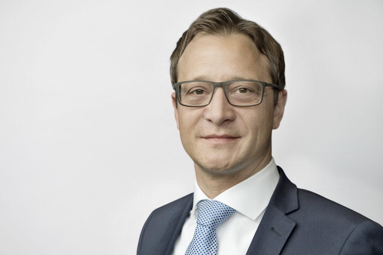 https://intelligent-investors.de/wp-content/uploads/2021/07/Andre_Zuecker_Mitglied_der_Geschaeftsfuehrung_KGAL_2-1280x852.jpg