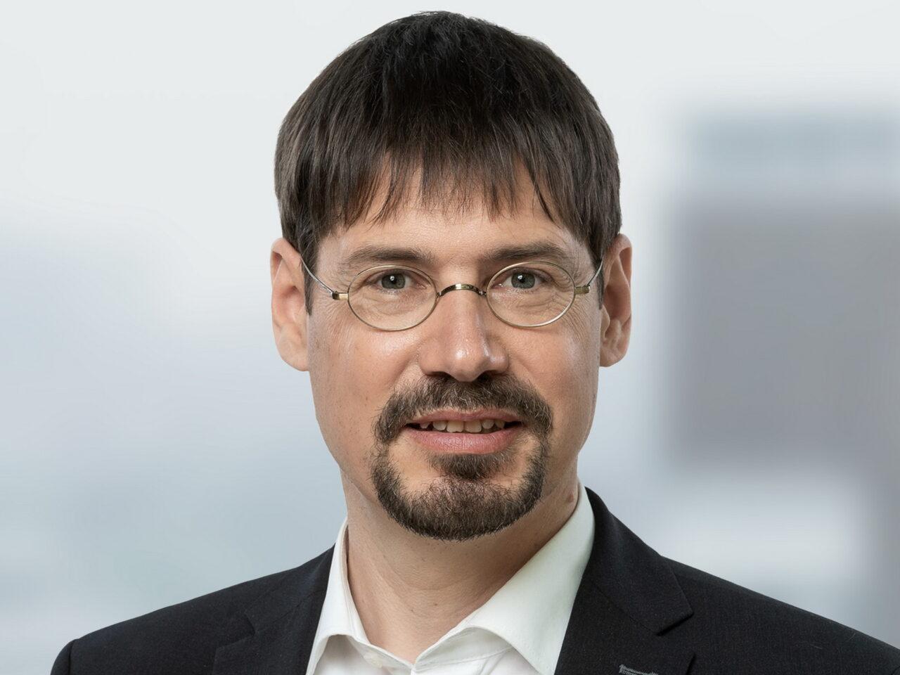 https://intelligent-investors.de/wp-content/uploads/2021/07/EB-SIM_Foto_Bernhard-Graeber_20210715_frei_2-1280x960.jpg